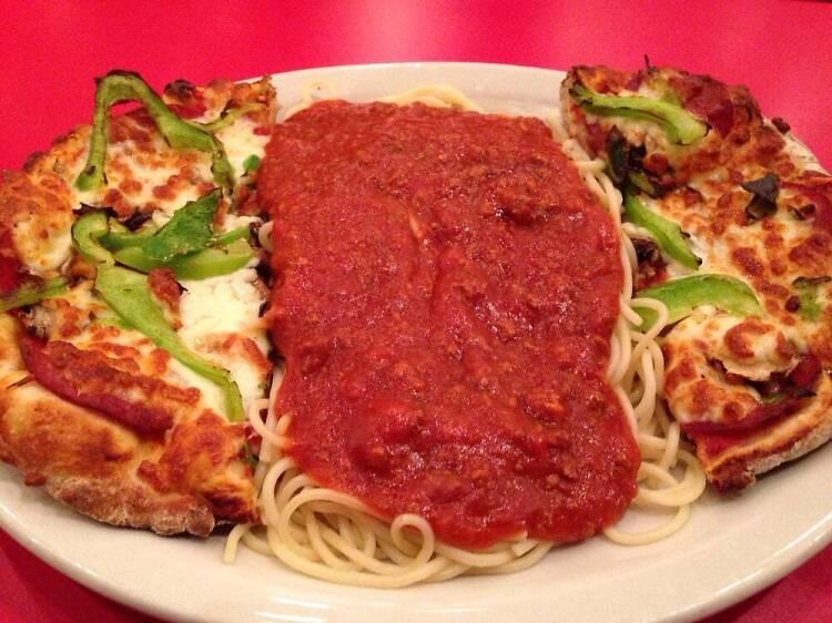 Un pizza-ghetti au Restaurant New System