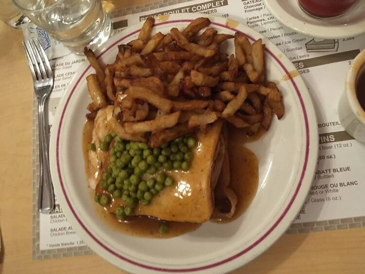 Un sandwich hot-chicken au Chalet BBQ