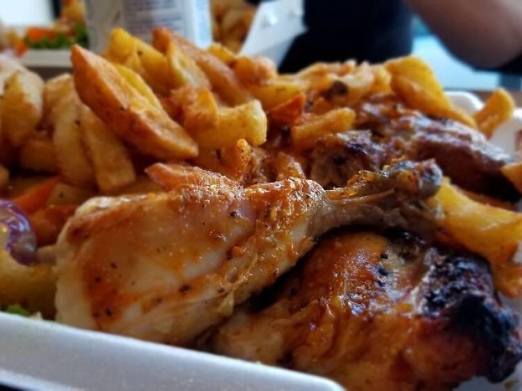 Un demi-poulet avec frites de chez Romados
