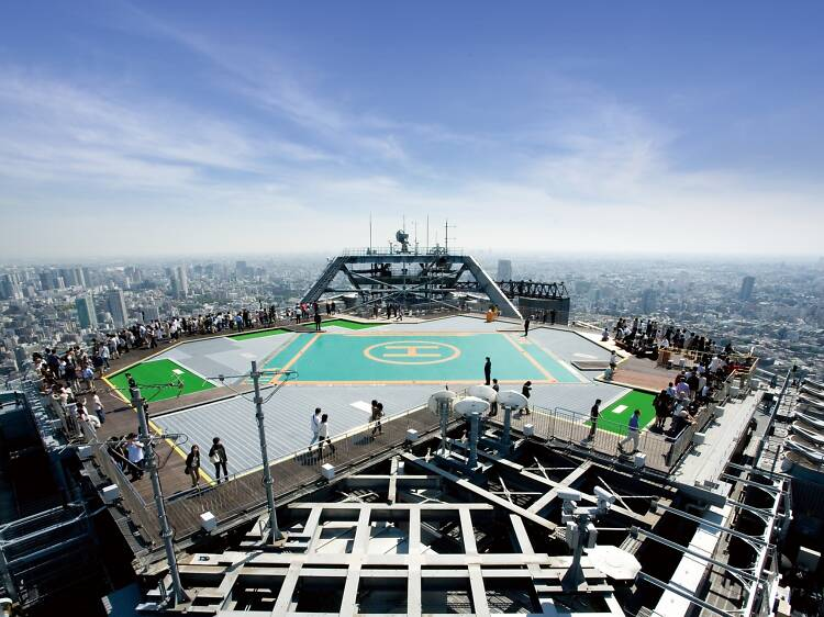 Walk along the rooftop of Roppongi Hills at Tokyo City View's Sky Deck