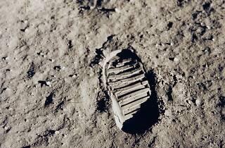 Pisada sobre la superficie de la Luna