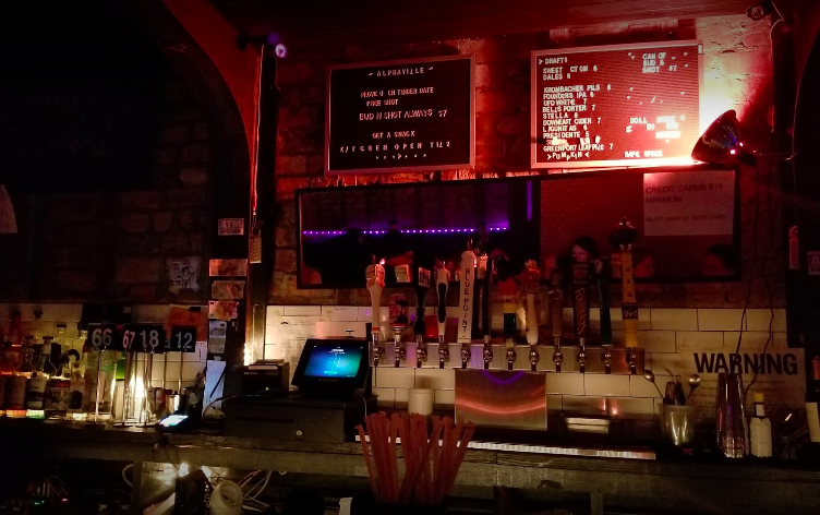 15 Cheap Bars in NYC To Try Tonight