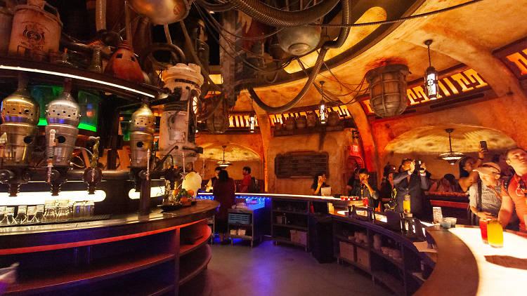 Disneyland bar Star Wars Galaxy's Edge Oga's Cantina