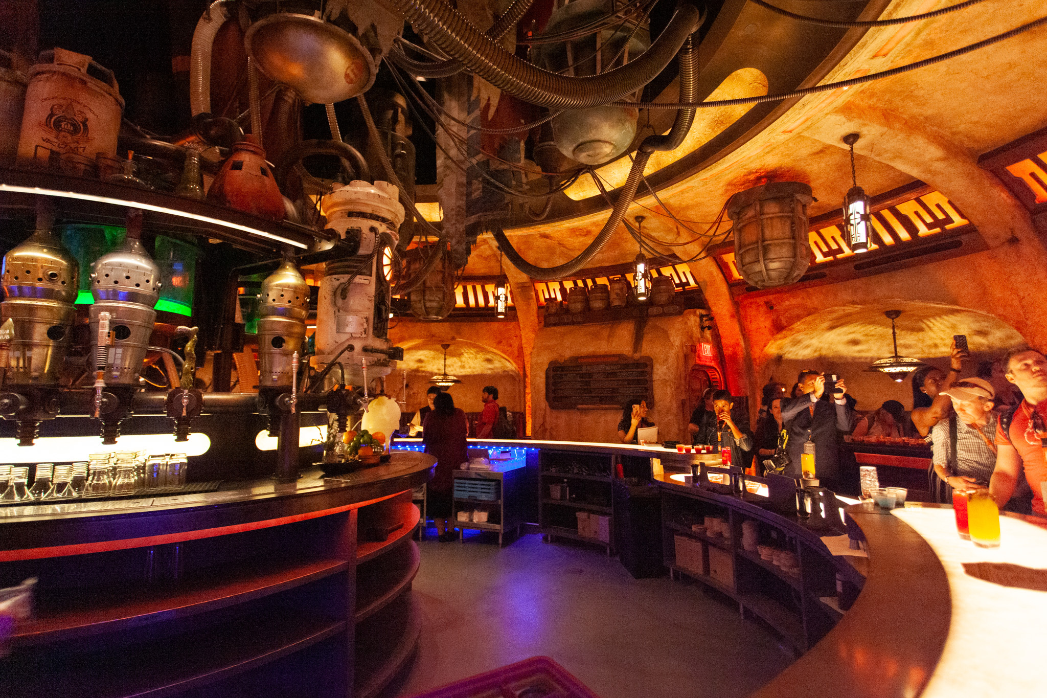 Disneyland bar Star Wars Galaxy's Edge Oga's Cantina