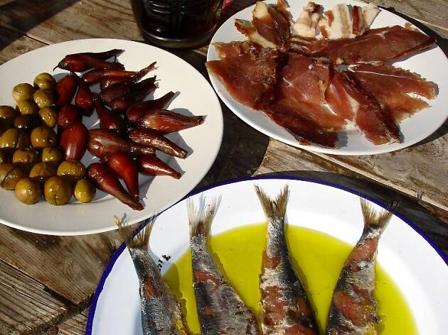 Drniška gastronomska baština - ljutika, kapulica, pršut, slane srdele i vino