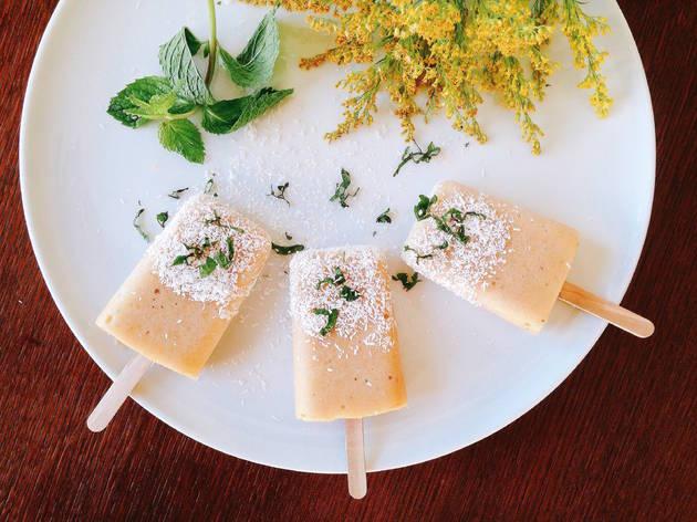 Gelado de abacaxi e coco