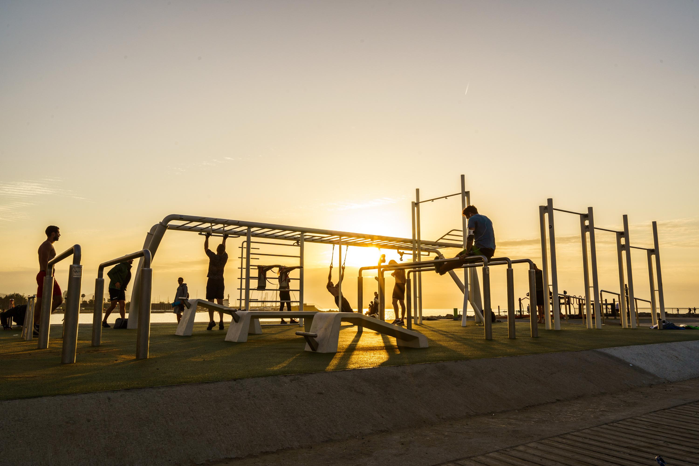 La Barceloneta estrena un nou gimnàs gratuït a l'aire lliure