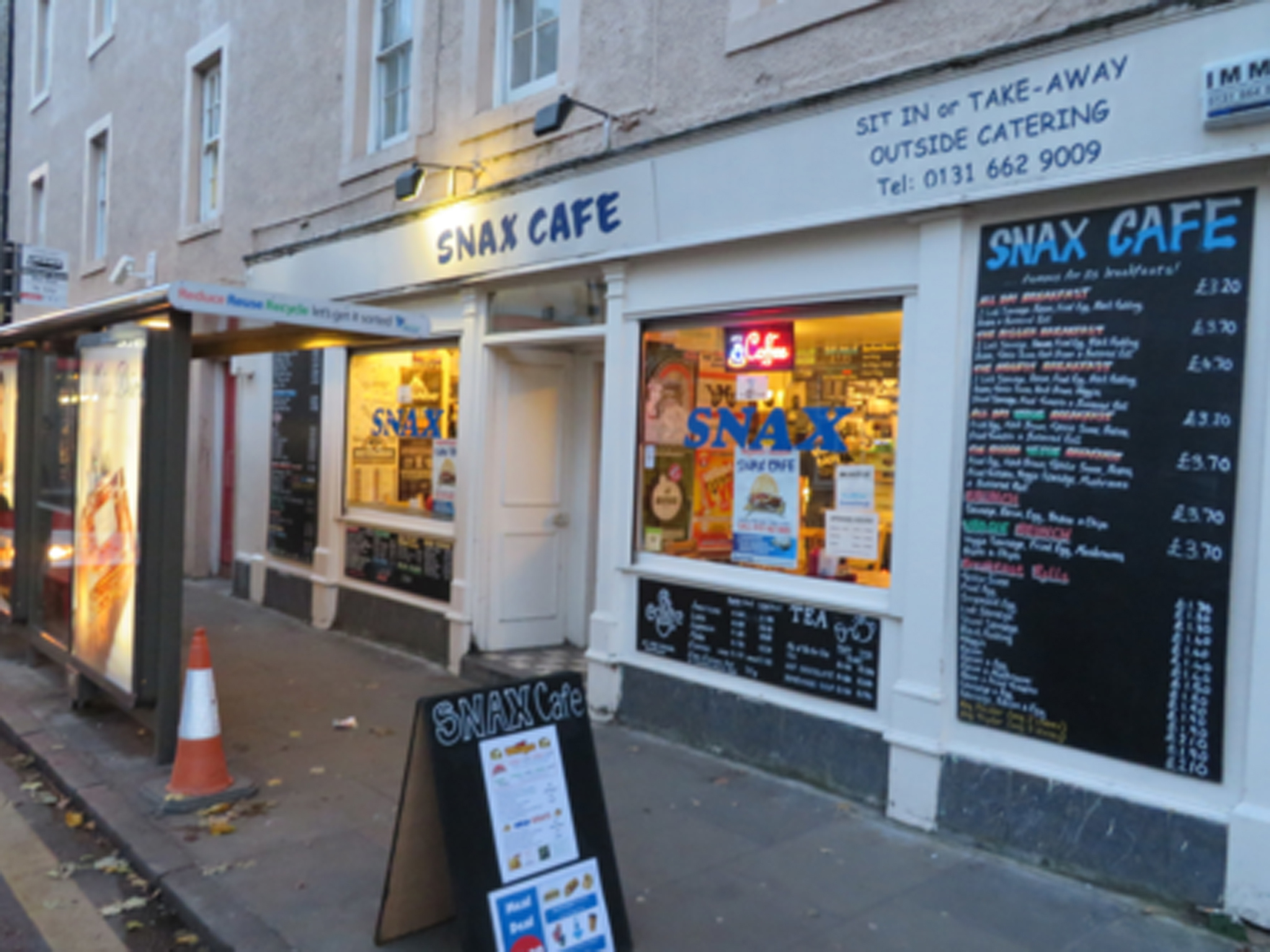 The exterior of Snax Café in Edinburgh