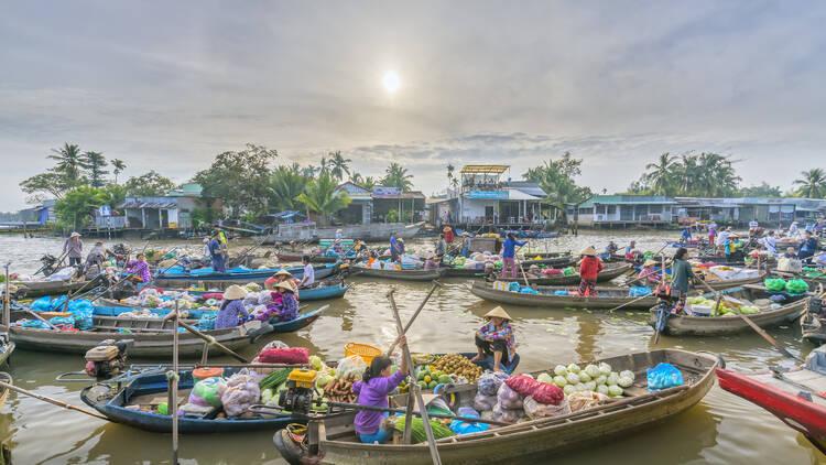 cai rang floating market - can tho vietnam