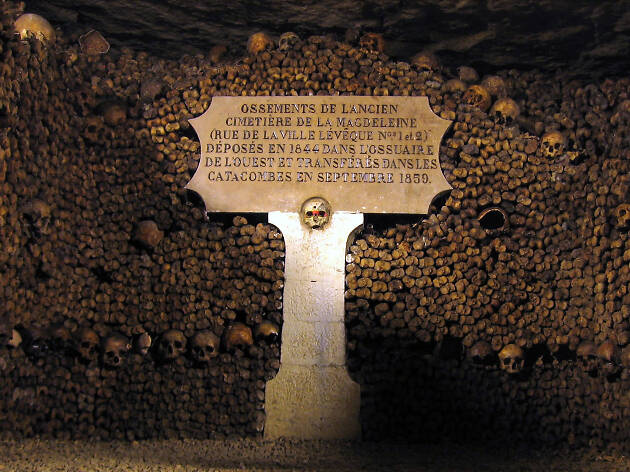 One of the caverns within the Catacombes in Paris