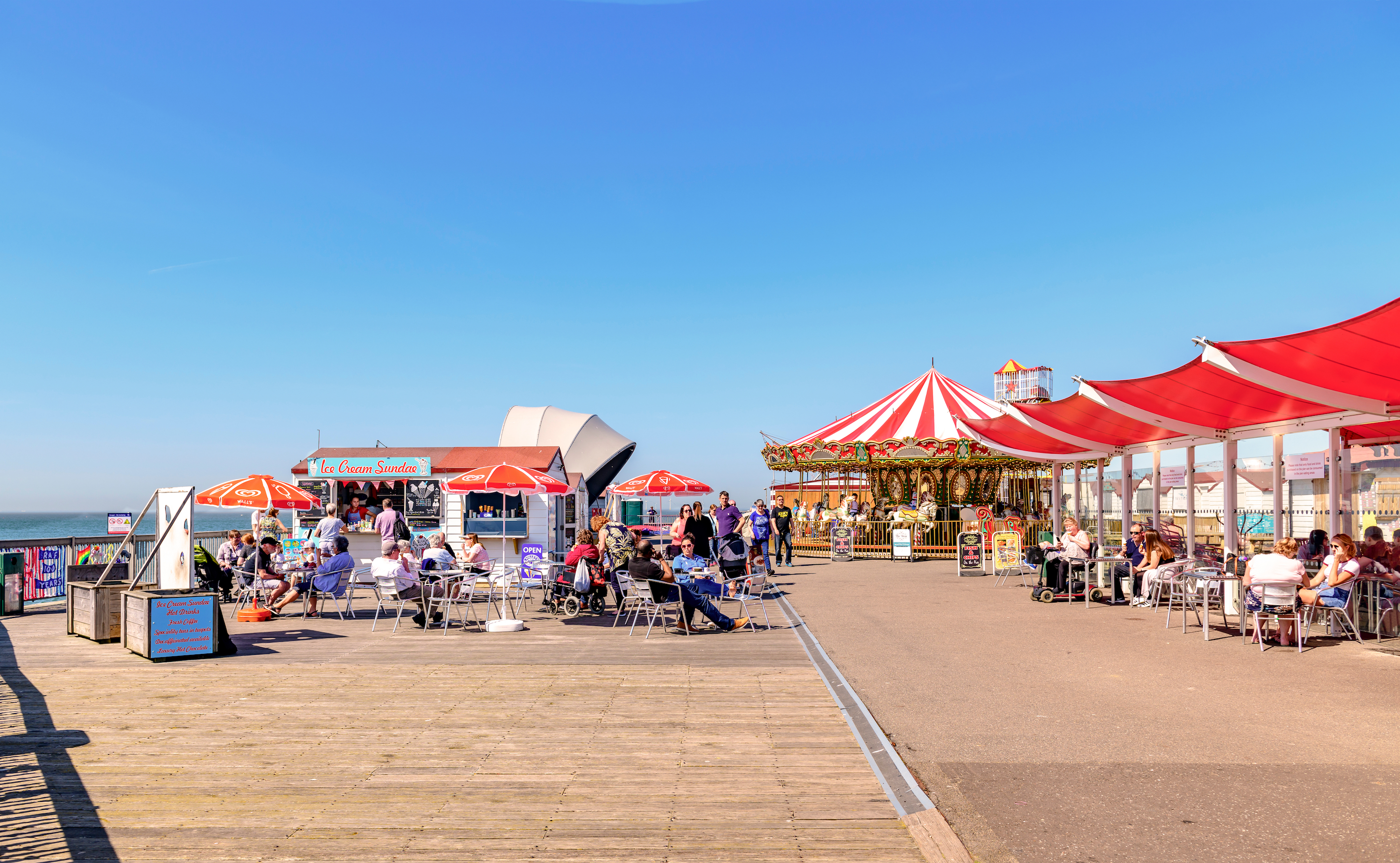Herne Bay, Kent, UK. Children's entertainment and outdoor eating on the pier