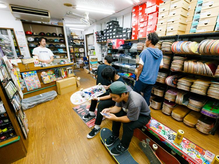 東京、店主がスケーターの個性派ショップ