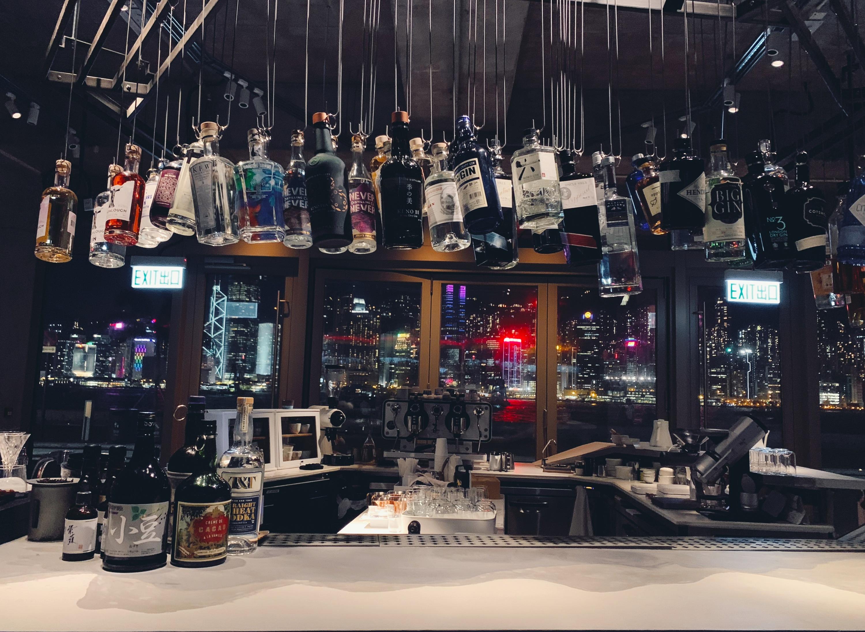 香港咖啡店的日與夜