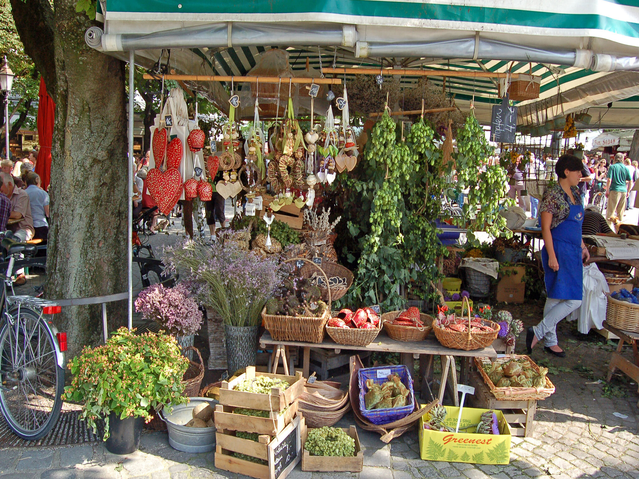 A stall selling fruit, veg and flowers at Viktualienmarkt in Munich