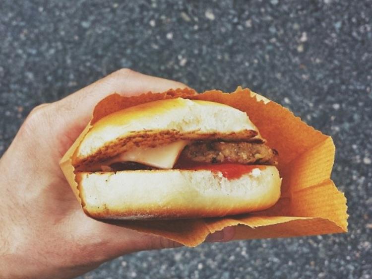 丹麥餅店:豬扒包 $19