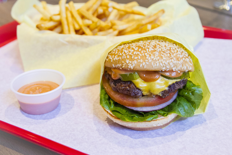 Whoa Dudes Here S A Peek Inside Weho S New Good Burger Pop Up Restaurant