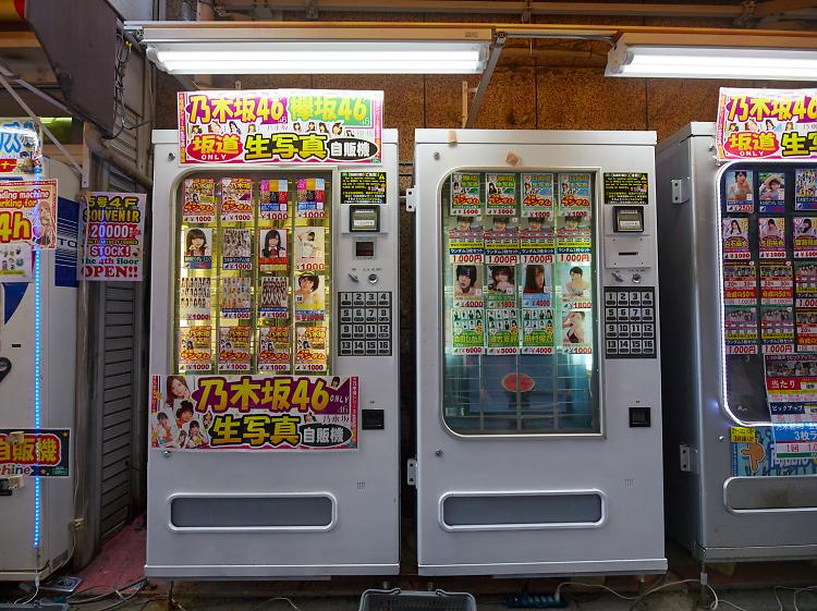 Idol photograph vending machines