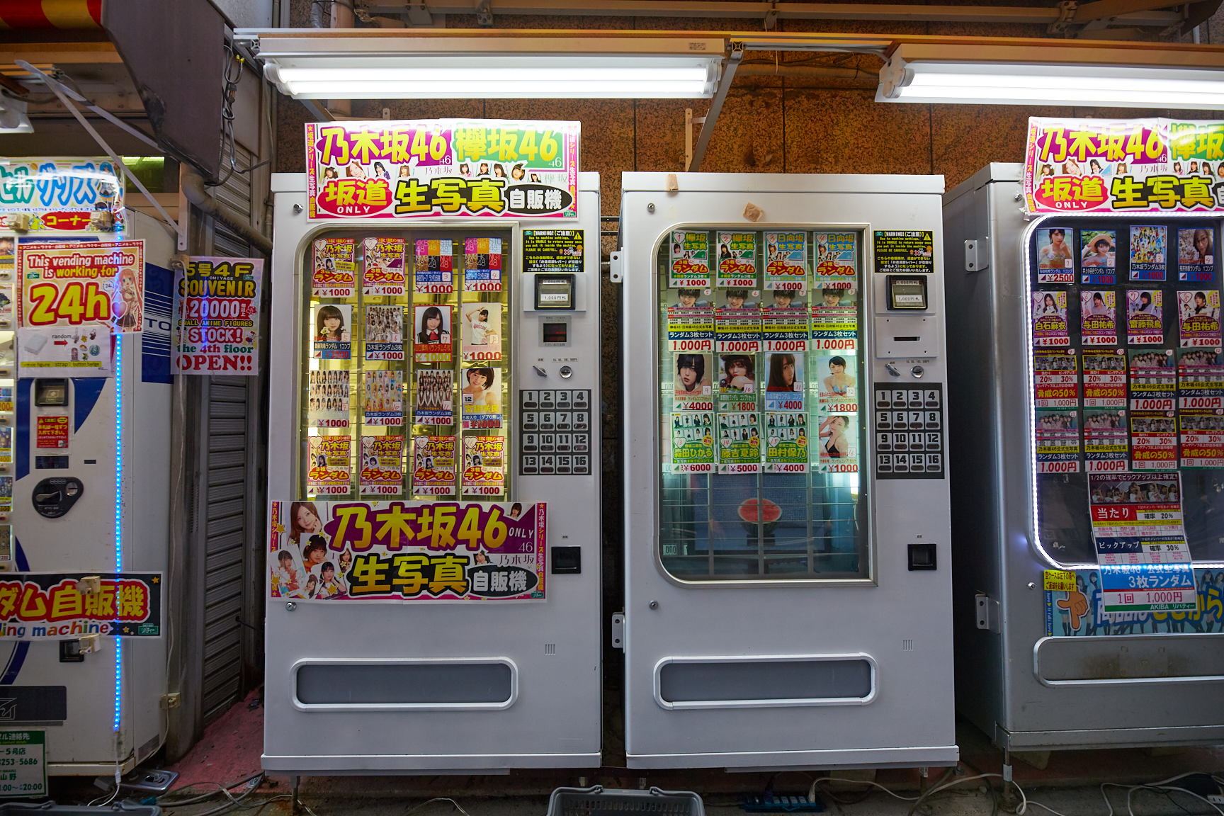 Idol band vending machine