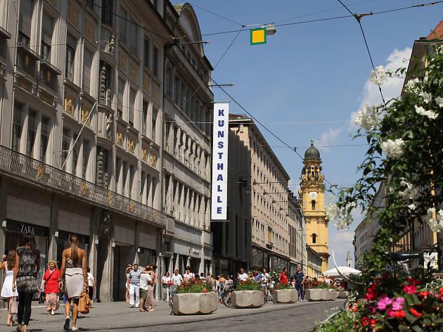 Kunsthalle Munich and the surrounding street scene