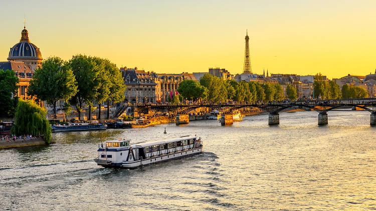 Paris Pass - Shutterstock