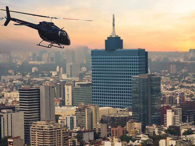 Descubre la CDMX desde nuevas alturas a través de la experiencia en helicóptero que te ofrece Wishbird