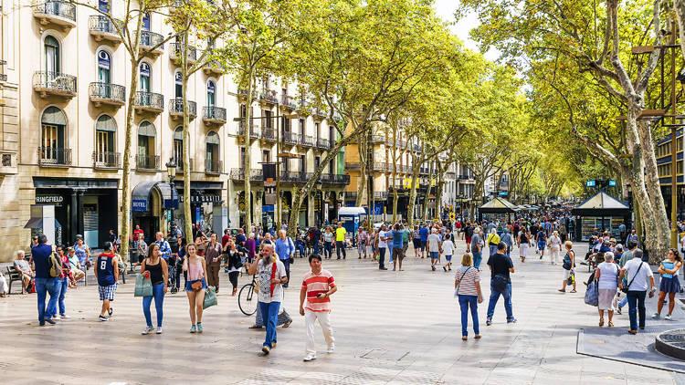 La Rambla de Barcelona, a l'altura de Canaletes