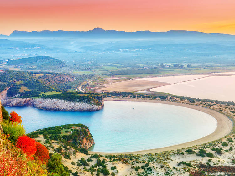 8. Voidokilia Beach, Messinia, Grecia