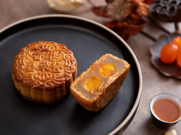 Imperial White Lotus Seed Paste Mooncake with Double Egg Yolks