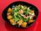 Salada de couve roxa, rúcula, laranja, nozes e queijo azul do Nômade