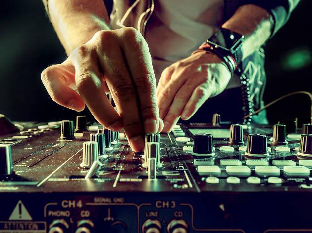 dj música electrónica fiesta