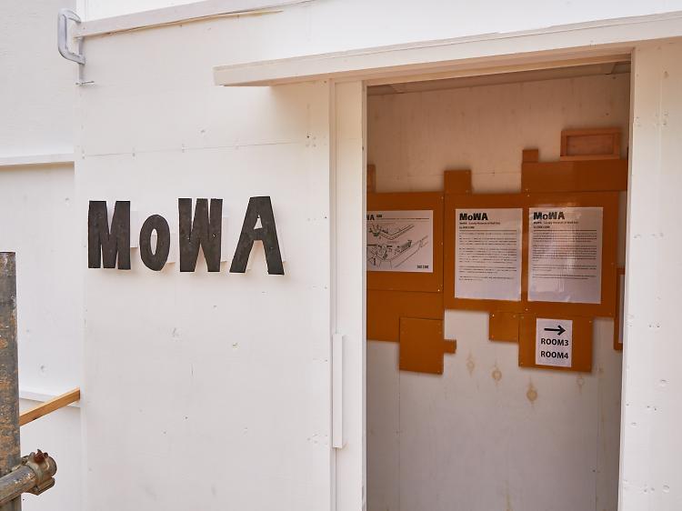 MoWAで鑑賞する。