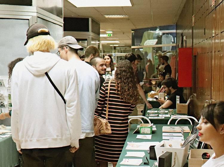 Ver e comprar arte no Abelha VIII - Mercado de Arte