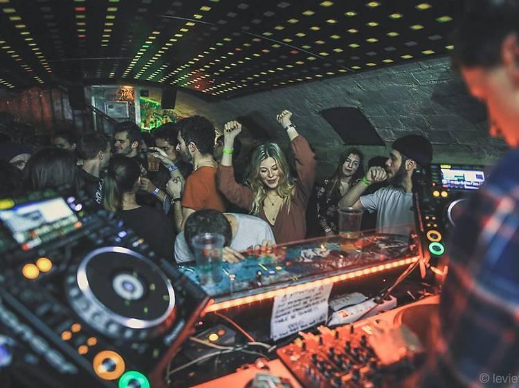Les meilleurs bars pour danser à Paris