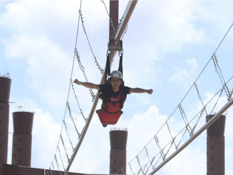 Volarás a 20 metros de altura en la tirolesa