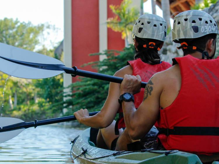 Para remar en kayak por los canales de Cancún