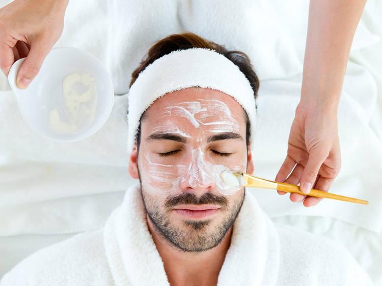 Facial para caballero con masaje relajante