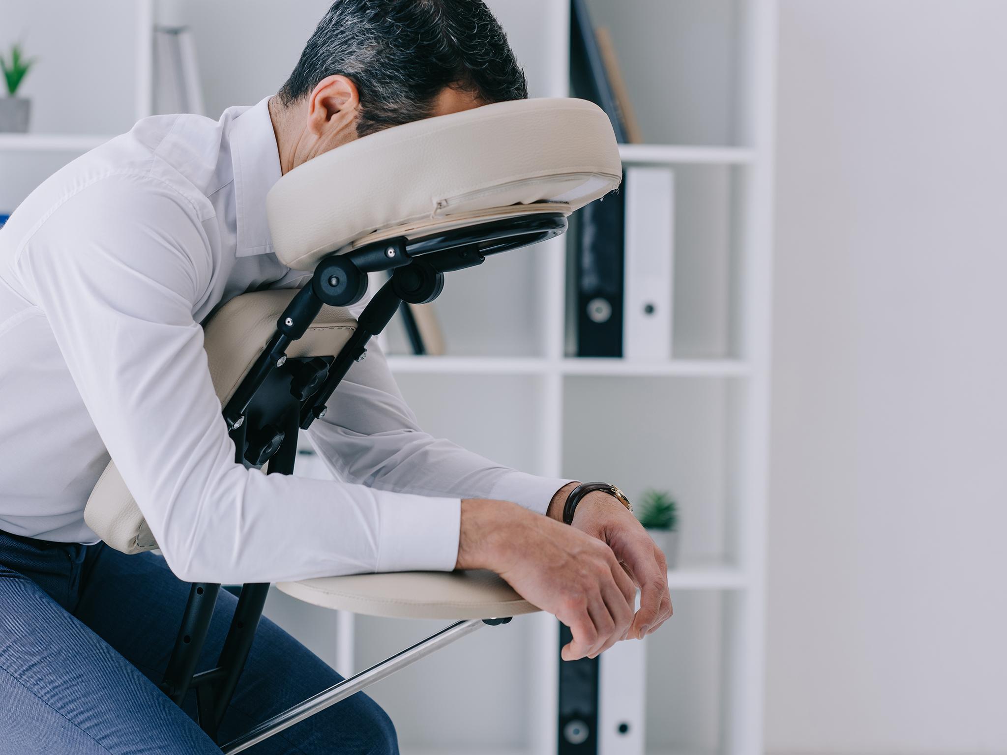 Si tienes poco tiempo para relajarte, el masaje corporativo es la opción para ti
