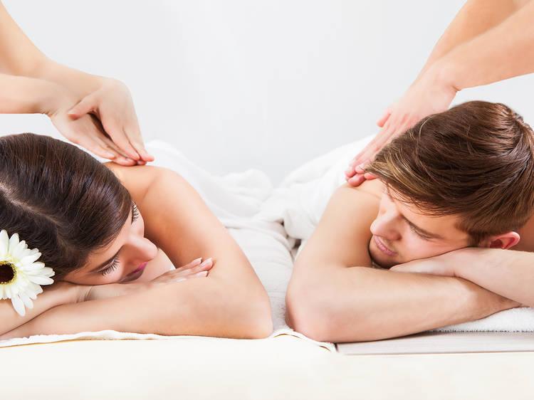 Masaje relajante en pareja en la Condesa