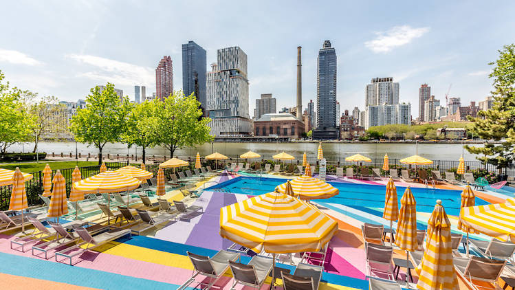 Manhattan Park Pool Club