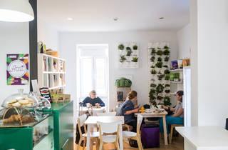 Roots Café