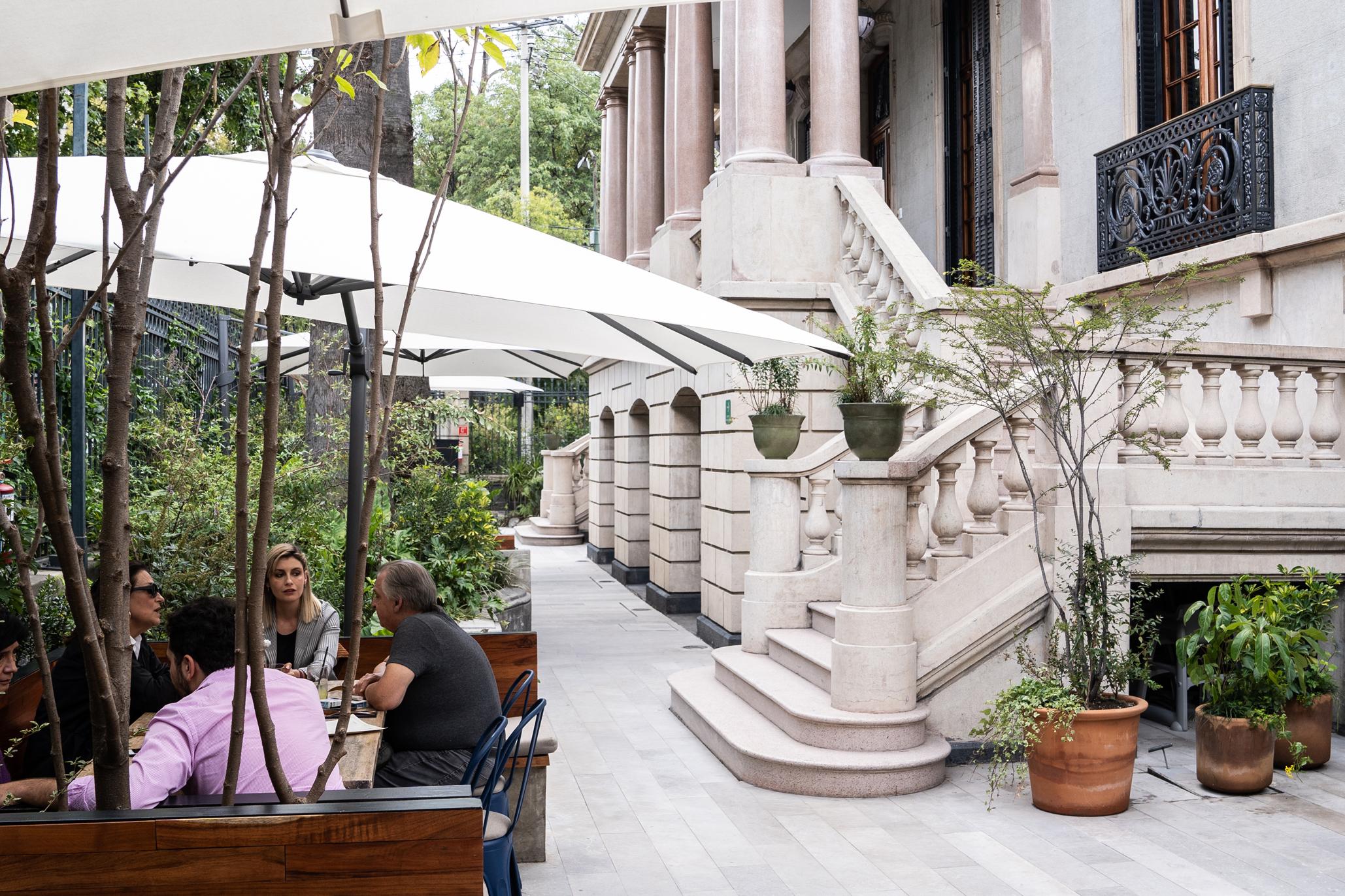 Madre Café, con bar, restaurante y café en la Roma en una casona porfiriana