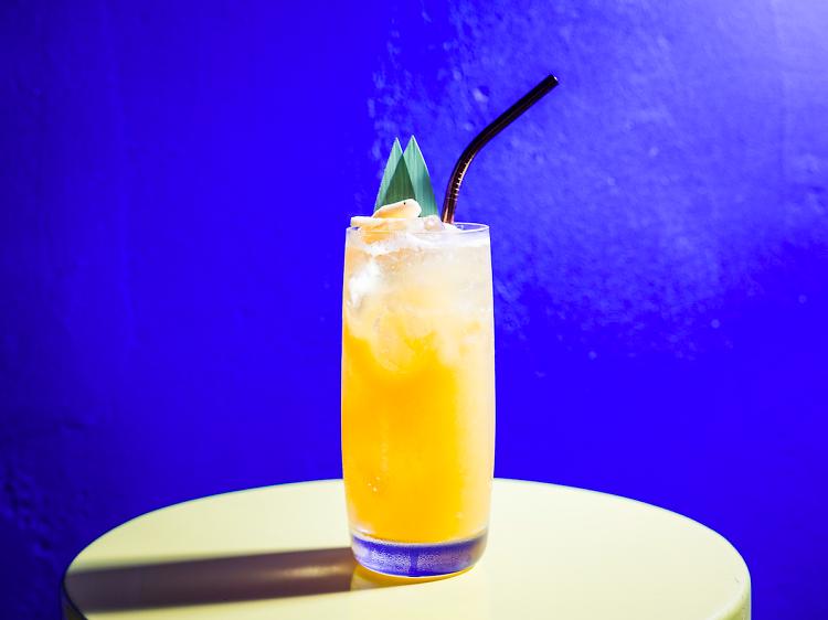 Faça a festa em casa com estes cocktails ao domicílio