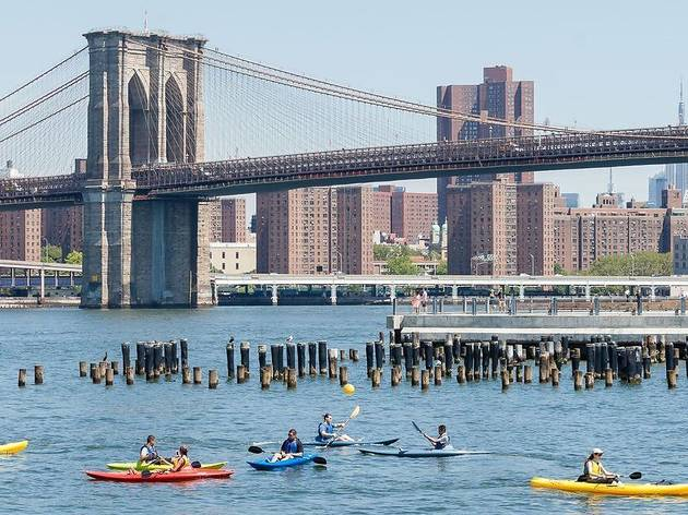 A guide to free kayaking in Brooklyn Bridge Park
