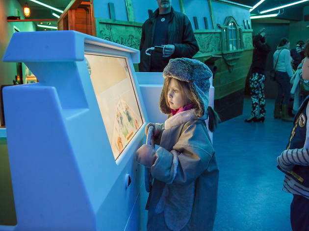 Members Pre Pay Ahoy! Childrens Gallery family Event. Famililes enjoying/playing in the new gallery.