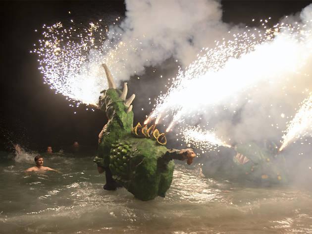 Bany de les bèsties a la Festa Major d'agost de Badalona