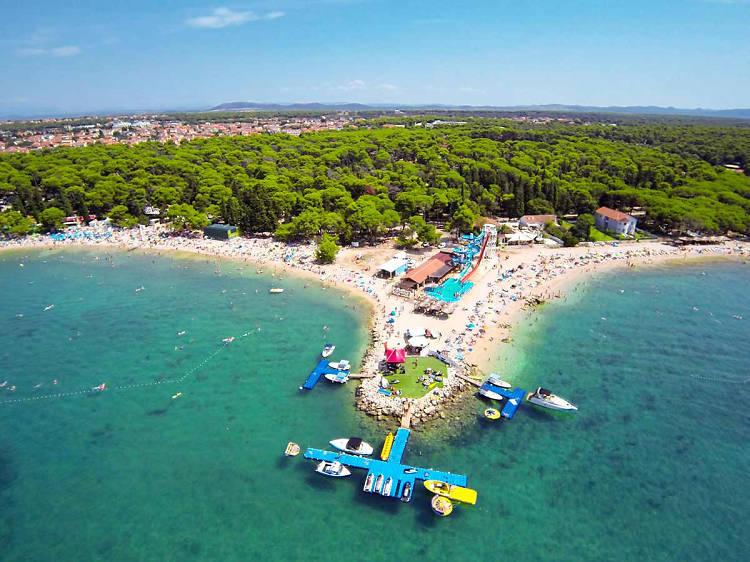 Chill at Crvena Luka beach