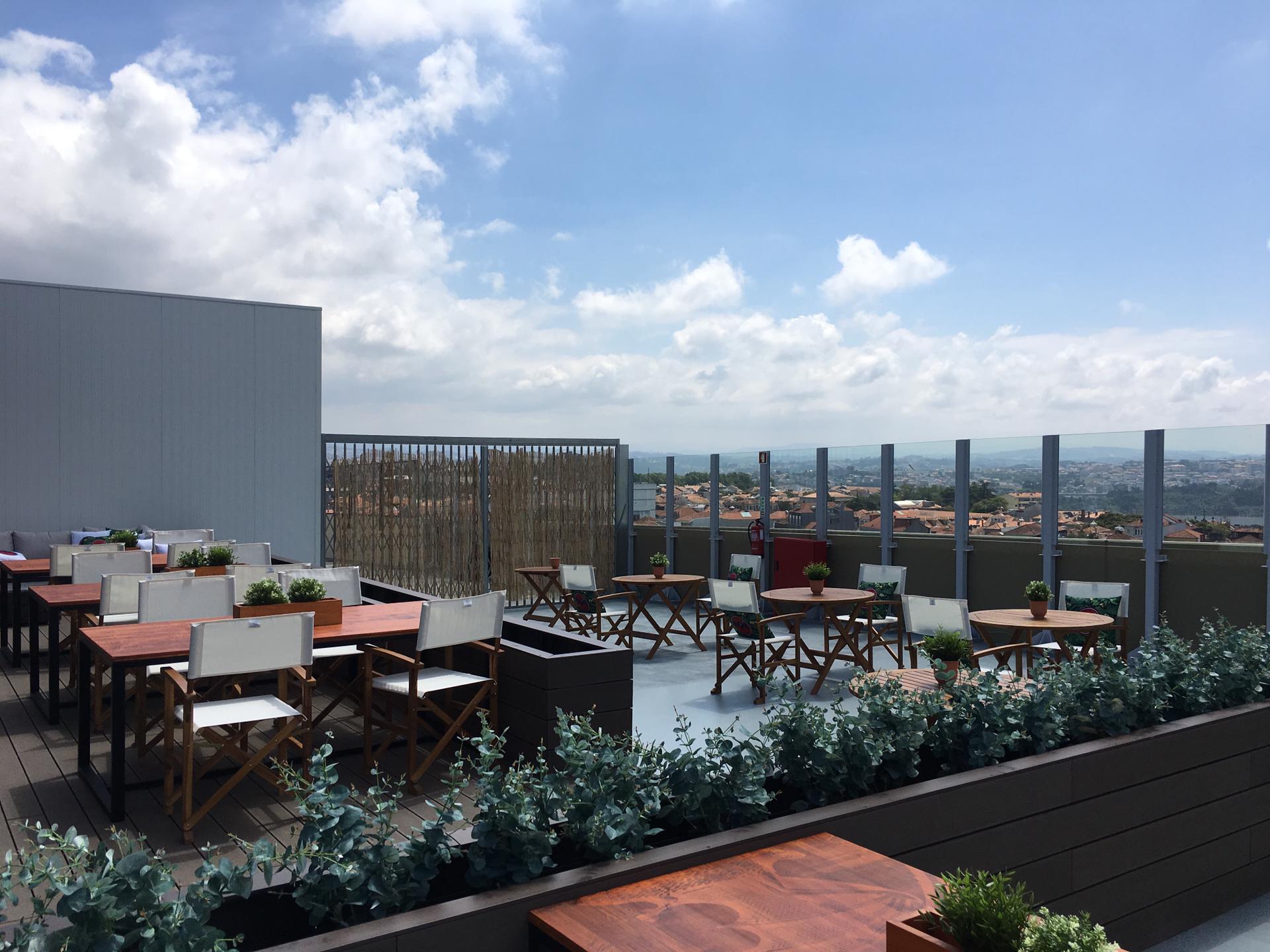 Há um novo rooftop na cidade e fica no último andar do ViaCatarina Shopping