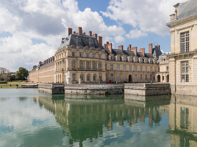 Fontainebleau château and moat