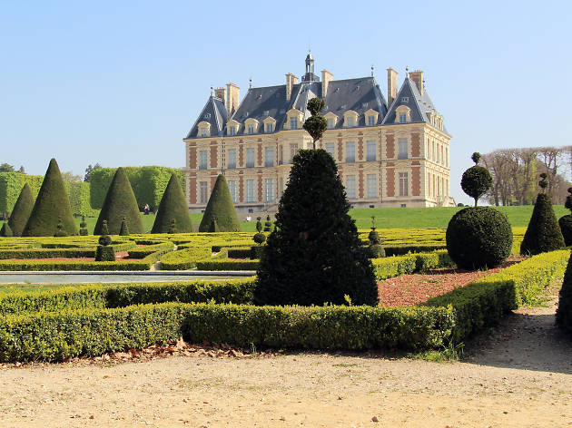 The gardens and château at the Parc de Sceaux