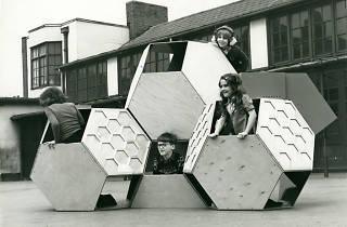 Victor J. Papanek, estructura de jocs mòbils Tetrakaidecahedral (1973-1975)